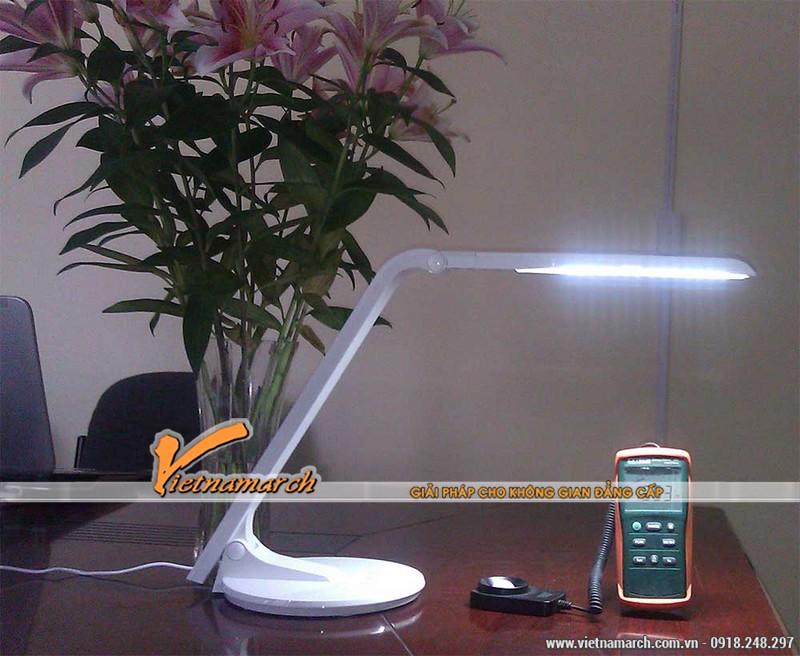 Mẫu đèn tuýp led phù hợp nhất với bàn học của trẻ 0